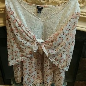 Torrid 4X Embroidery Lace & Peach Floral 2 Way Top